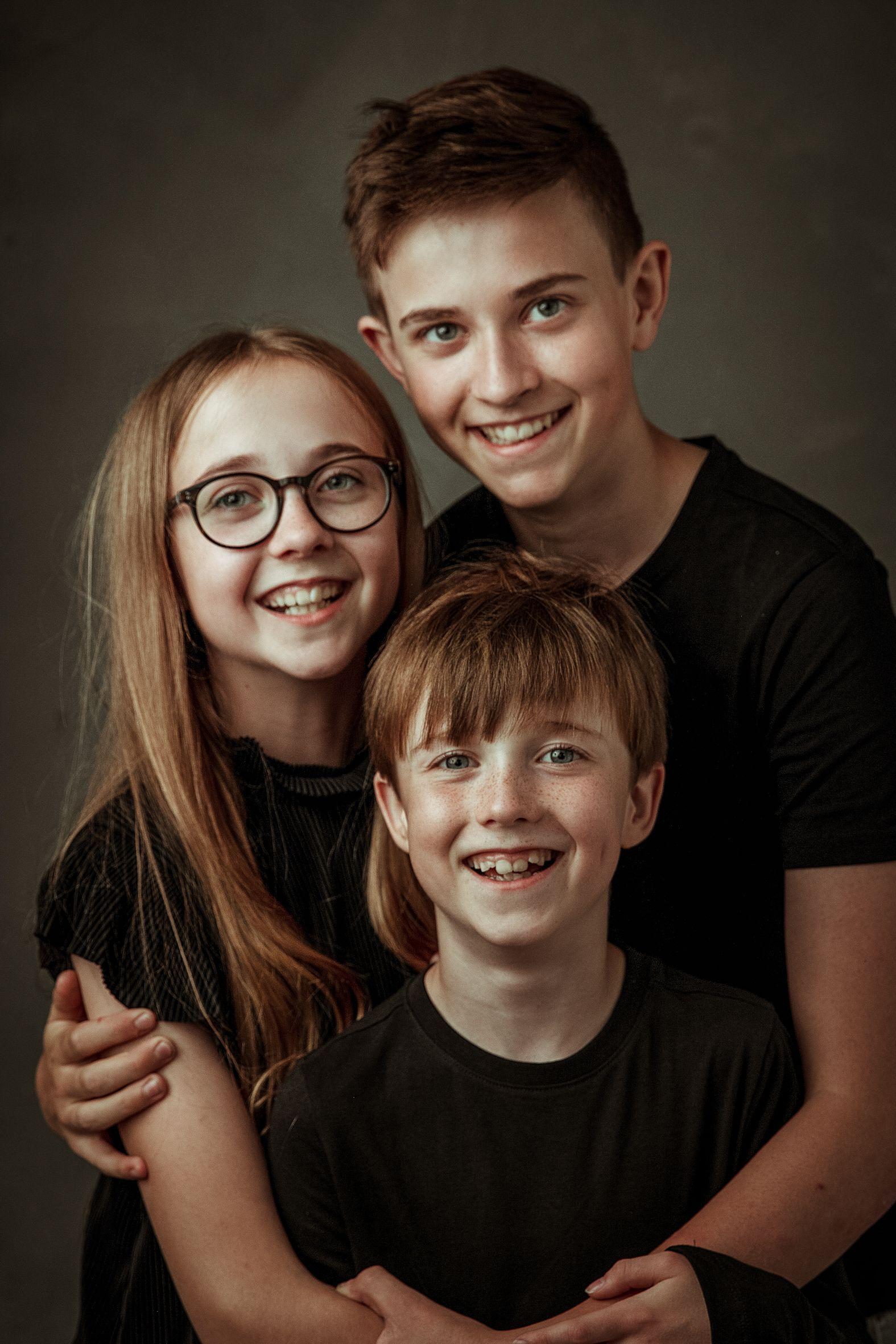 broers en zus lachend - xifotografie hoofddorp
